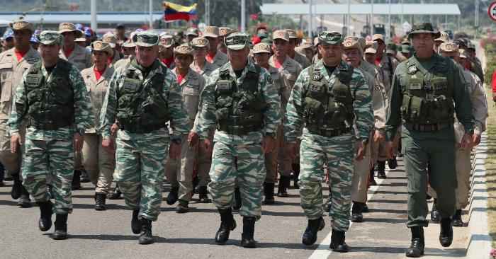 Miembros de la Guardia Nacional Bolivariana bloquean el puente internacional Las Tienditas que comunica Venezuela con Colombia, este martes en San Antonio del Táchira (Venezuela). (EFE/ Mauricio Dueñas Castañeda)