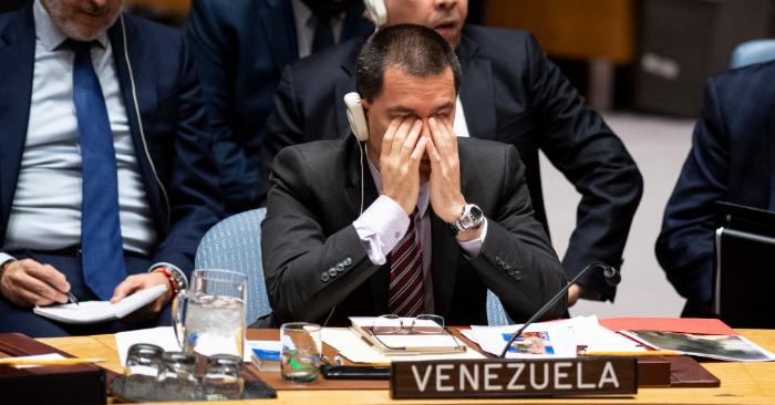Canciller del régimen de Nicolás Maduro, Jorge Arreaza, en el Consejo de Seguridad de las Naciones Unidas se reúne el 26 de febrero de 2019 en la sede de las Naciones Unidas en la ciudad de Nueva York. (Foto de JOHANNES EISELE/AFP/Getty Images)