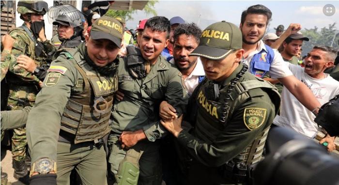 El presidente encargado Juan Guaidó se reunió el domingo 24 de febrero de 2019 con decenas de militares que se pasaron a la fila de la oposición en medio de la crisis en el país sudamericano.