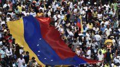 """""""Hoy el mundo está con Venezuela"""", dice Guaidó en un día de manifestaciones contra Maduro"""