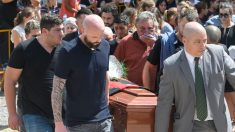 Después de un aplauso de más de 15 minutos, trasladaron el cuerpo de Sala al crematorio