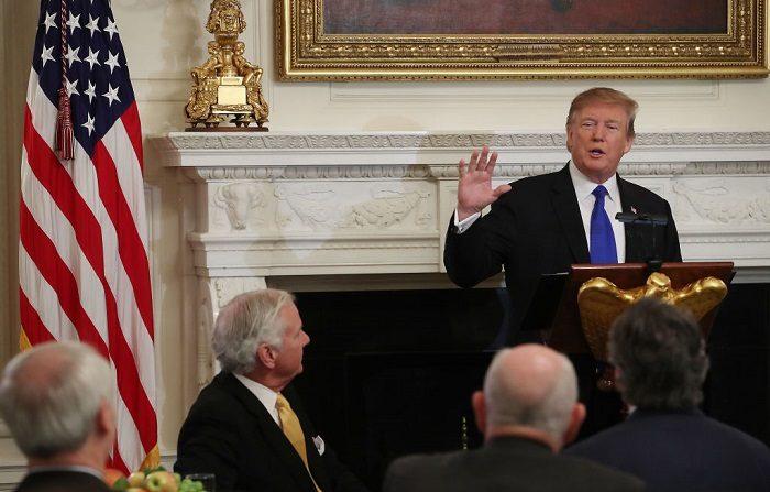 El presidente Donald Trump habla en el comedor estatal de la Casa Blanca el 25 de febrero de 2019 en Washington, DC. (Mark Wilson/Getty Images)