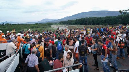 Guaidó y Maduro se enfrentan en duelo de conciertos a ambos lados de la frontera entre Venezuela y Colombia