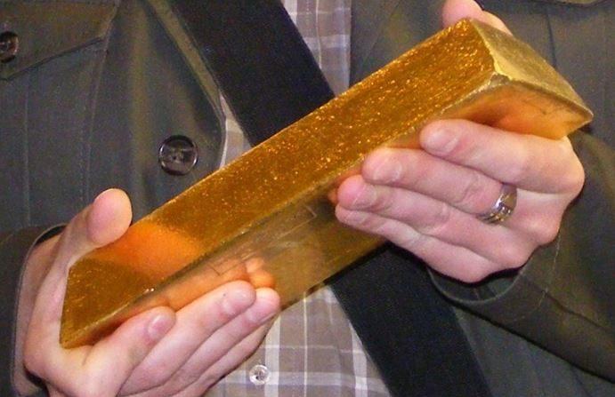 Lingote de oro de 12,4 kilogramos. (Wikimedia)