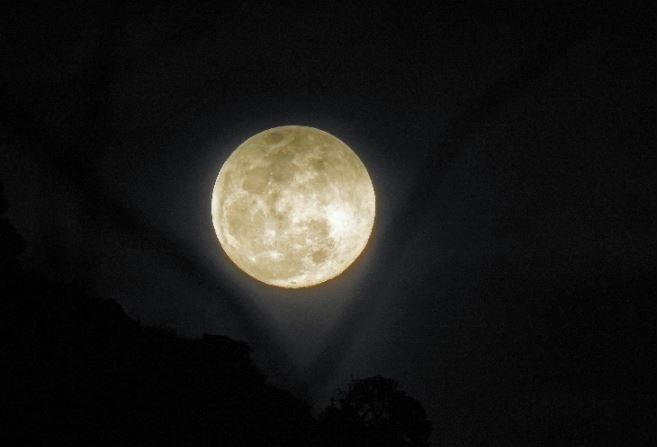 Súper Luna llena de Nieve desde Sedona, Arizona (Victor C. Rogus - Space Weather Gallery)