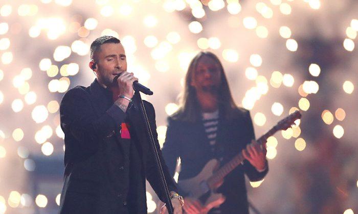 Maroon 5 dona medio millón de dólares que ganó en el Supertazón para ayudar a niños necesitados