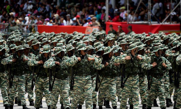 Video muestra a Maduro entrenando con soldados en Venezuela