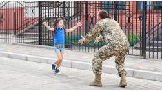 Esta niña sorprende a su padrastro con una emocionante propuesta de adopción