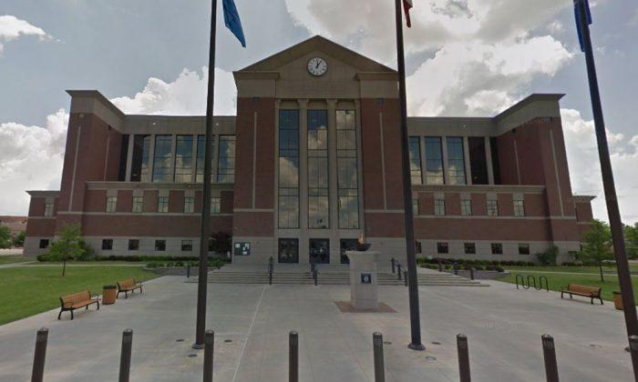Un Tribunal en Oklahoma fue forzado a cerrar temprano el 4 de febrero de 2019 después de que se vieron chinches saliendo de la ropa de un abogado, según informes. (Google Street View)