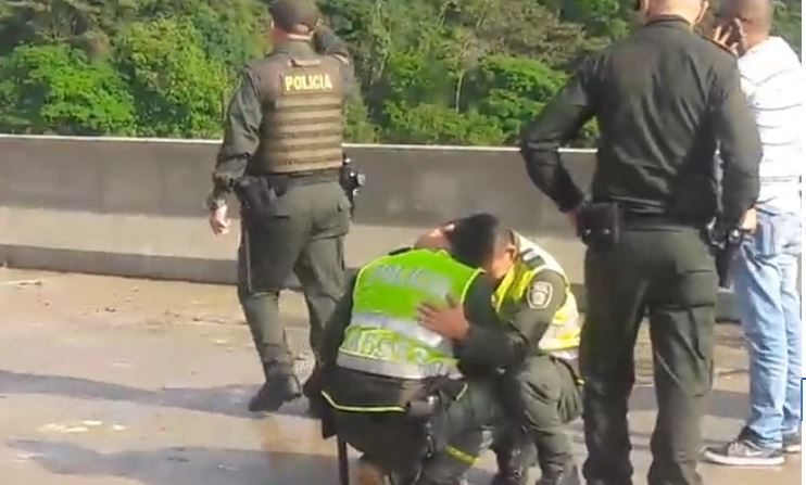 La policía reacciona ante el suicidio de Jessy el 6 de febero de 2019. (Captura de vídeo Onda de Ibague)