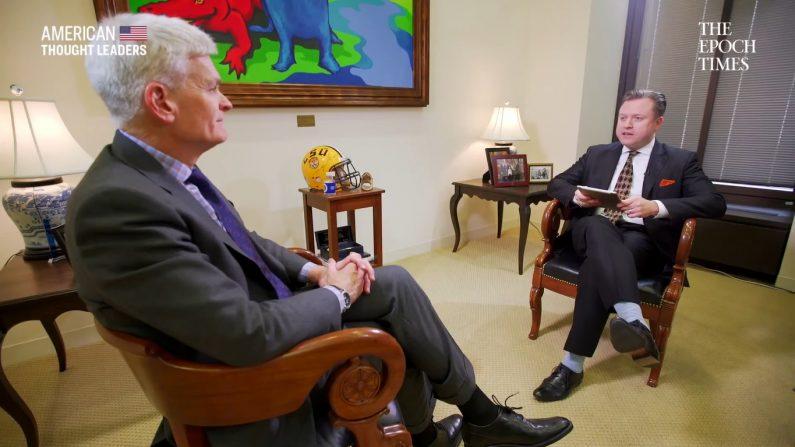 El senador Bill Cassidy explica cómo el dinero de los cárteles podría financiar el muro fronterizo | American Thought Leaders (Captura de pantalla American Thought Leaders | YouTube)