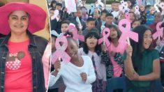 Directora que sufre de cáncer se conmueve cuando 500 estudiantes le cantan 'Lean on Me' en su honor