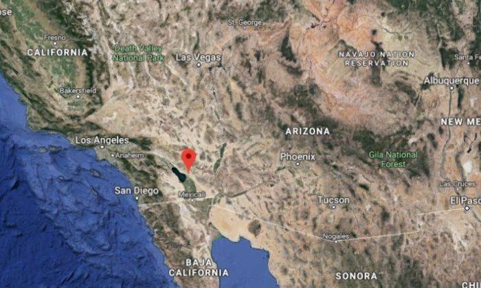 Las autoridades del condado de Imperial, California, dicen que un géiser de barro burbujeante se está moviendo y que ahora está peligrosamente cerca de las vías del ferrocarril, la autopista 111 y los cables de fibra óptica. (Google Maps)