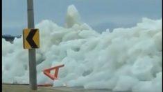 """Fuertes vientos crean un """"tsunami de hielo"""" en Nueva York (videos)"""