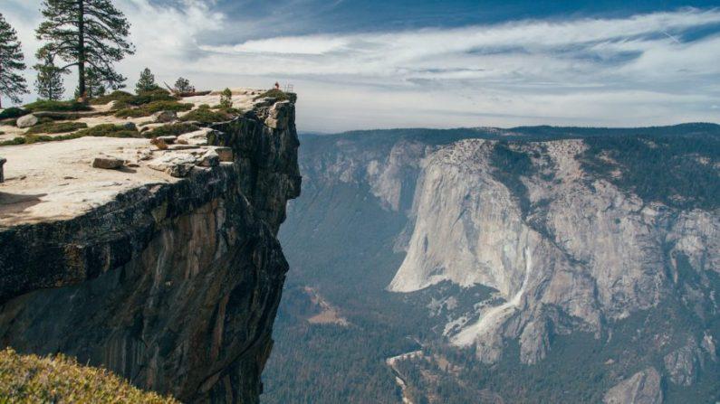 Taft Point en el Parque Nacional Yosemite, California. (Jesse Gardner/Unsplash)
