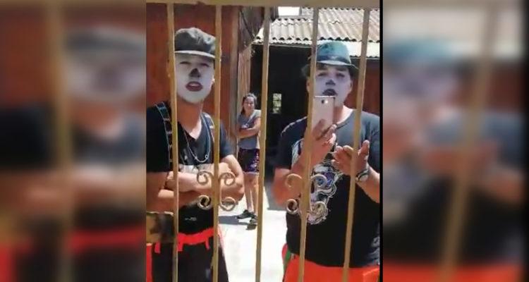 Grupo de mimos denunciados por usurpar casa de veraneo. (Captura de video)