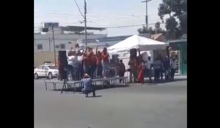 Discurso en una plaza desierta. (Captura de vídeo)
