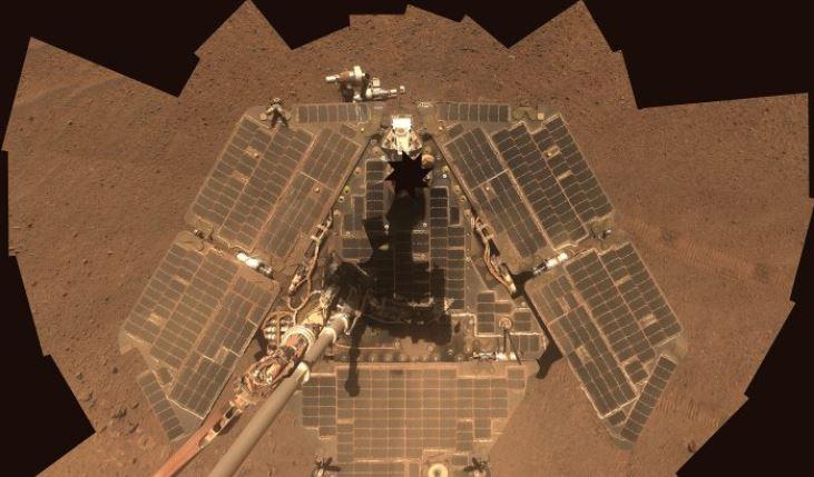 Autorretrato de Opportunity. El rover usó su cámara panorámica para tomar las imágenes combinadas en este mosaico. (NASA / JPL-Caltech / Cornell)