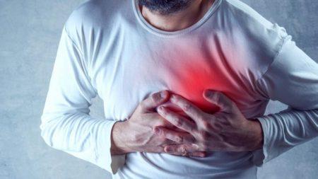 Hombre vivió 4 años con un palillo de dientes clavado en el corazón: se lo tragó mientras bebía con amigos