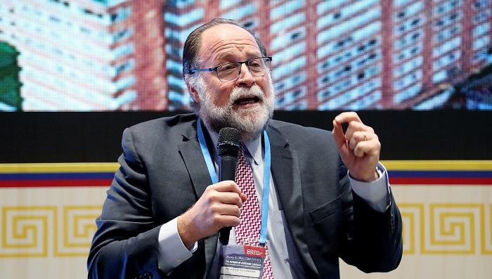 El presidente encargado Juan Guaidó designó al economista de la Universidad de Harvard y exministro Ricardo Hausmann como su enviado ante el Banco Interamericano de Desarrollo (BID), que tiene su sede en Washington. EFE/LEONARDO MUÑOZ