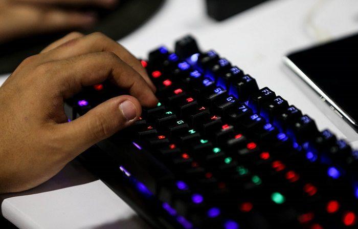 El 20 % de las familias españolas piensa que Internet tiene un impacto negativo para sus hijos, en un país en el que casi el 90 % de los menores de diez años tienen acceso a la red. EFE/Fernando Bizerra Jr.