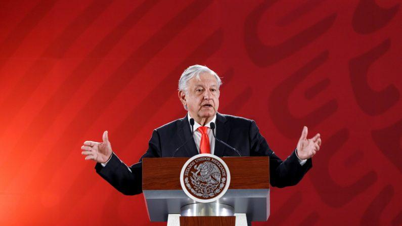 El mandatario de México, Andrés Manuel López Obrador, habla durante la rueda de prensa en el Palacio Nacional, en Ciudad de México (México). EFE