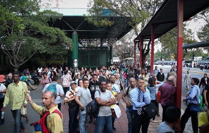 Venezuela sufre este jueves un nuevo apagón que afecta al menos 11 estados y al territorio político administrativo que comprende a Caracas, la capital del país y asiento de los poderes públicos. EFE/RAUL MARTINEZ