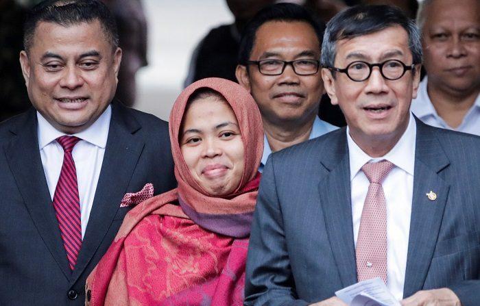 La indonesia Siti Aisyah, una de las dos acusadas de matar en 2017 al hermano mayor del líder norcoreano, Kim Jong-un, quedó hoy en libertad después de que la fiscalía de Malasia retirara los cargos contra ella.EFE