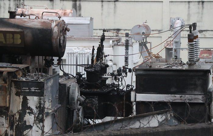 Vista general de una subestación eléctrica que se ha incendiado en la madrugada de este lunes, en Terrazas del club hípico, en Caracas (Venezuela).  EFE/ Raul Martínez