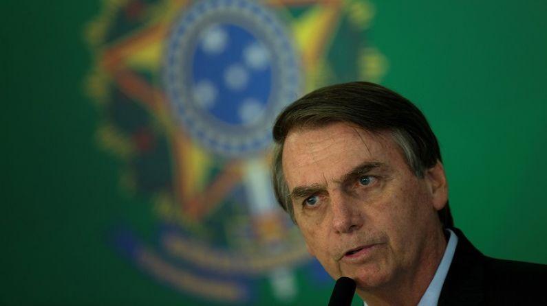 Bolsonaro sanciona ley que impide matrimonio de menores de 16 años en Brasil