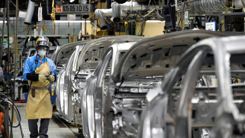 El grupo Toyota anunció este jueves una inversión de 749 millones de dólares en Estados Unidos para aumentar la capacidad de producción y renovar varias de sus plantas en el país, lo que supondrá la creación de 586 empleos. (EFE)