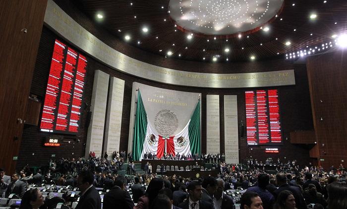 La Cámara de Diputados de México aprobó este jueves la reforma constitucional en materia de revocación de mandato del presidente y consulta popular, y envió al Senado el dictamen para su revisión y eventual ratificación. EFE/Mario Guzmán