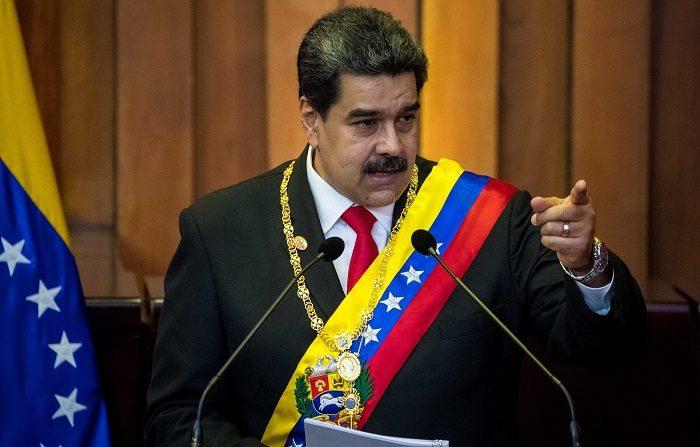 """El dictador venezolano, Nicolás Maduro, pidió a su gabinete ejecutivo poner sus cargos a la orden para una """"reestructuración profunda de los métodos y funcionamiento"""" de su Gobierno a fin de """"blindar"""" al país ante cualquier """"amenaza"""", informó este domingo la vicepresidenta Delcy Rodríguez. EFE/Miguel Gutiérrez"""