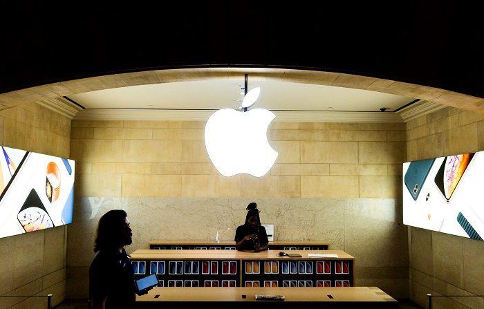 La multinacional estadounidense Apple anunció hoy la salida al mercado de una nueva tableta ligera iPad Air con pantalla retina de 10,5 pulgadas y chip A12 Bionic, y aprovechó también para renovar el iPad Mini, con el mismo microprocesador y una pantalla de 7,9 pulgadas. EFE/ Justin Lane