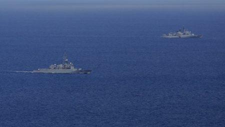 Marina ecuatoriana vigila desplazamiento en buques chinos en Galápagos