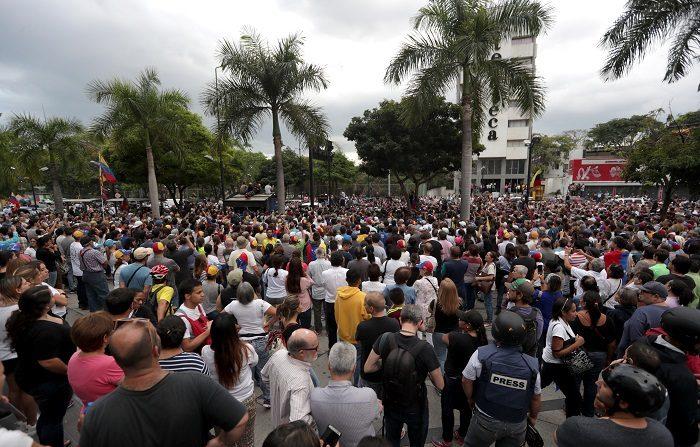 Una decena de relatores de la ONU sobre derechos humanos exigieron al régimen de Nicolás Maduro en Venezuela que ordene una investigación imparcial de las muertes ocurridas en las protestas que tienen lugar en ese país y libere a los detenidos en ellas. EFE/Rayner Peña/Archivo