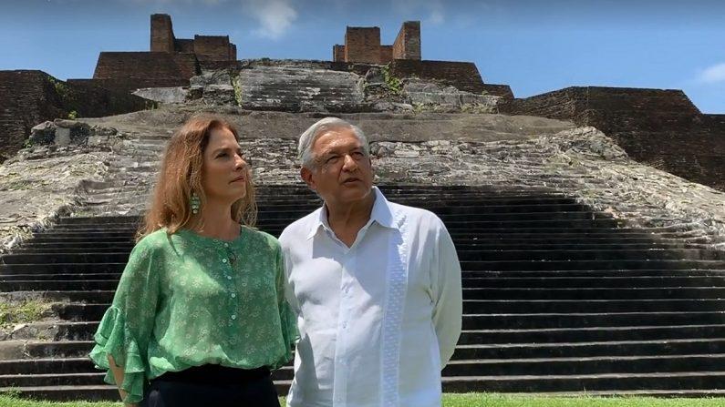 Presidente Andrés Manuel López Obrador (d) y a su esposa, Beatriz Gutiérrez Müller, en la zona arqueológica de Comalcalco, en el estado de Tabasco (México). EFE/Presidencia de México