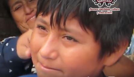 Víctor Martín Angulo Córdova, de doce años, quien cursa el sexto grado de primaria en el Colegio Ramiro Ñique de Moche. Las cámaras de la municipalidad registraron que para hacer sus tareas usaba la luz de un poste de alumbrado público y se decidió premiarlo (Captura de vídeo)
