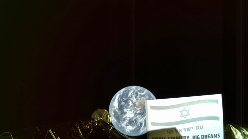 """Fotografía cedida por SpaceIL, y Aeroespacial de Israel (IAI), del módulo lunar israelí """"Bereshit"""" (Génesis) que ha mandado este martes su primer """"selfie"""" desde el espacio, a 37.600 kilómetros de la Tierra, en su camino hacia la Luna donde está previsto que se pose el próximo 11 de abril. EFE/SpaceIL/Aeroespacial de Israel . EFE"""