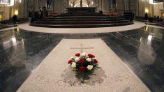 Gobierno español anuncia que los restos de Franco serán trasladados donde está enterrada su esposa