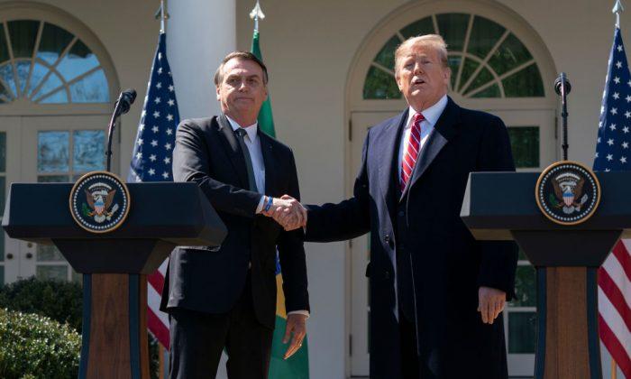 El presidente de Estados Unidos, Donald Trump, y el presidente de Brasil, Jair Bolsonaro, realizan una conferencia de prensa conjunta en el Jardín de Rosas de la Casa Blanca en Washington, el 19 de marzo de 2019. (Chris Kleponis-Pool/Getty Images)