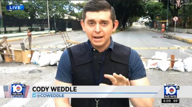 Periodista estadounidense, Cody Weddle, cuya residencia en Caracas fue allanada por funcionarios de Contrainteligencia Militar. (@sntpvenezuela)