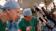 Médico de 100 años aún sigue activo y trabaja en el hospital más antiguo de Perú y de América