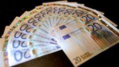 En pueblo español los vecinos llevan días recibiendo sobres con dinero