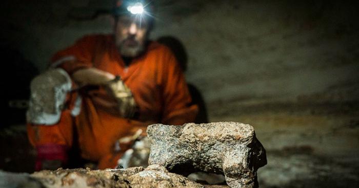 Interior Cueva Balamkú. Foto: Karla Ortega, Proyecto Gran Acuífero Maya, Instituto Nacional de Antropología e Historia. (INAH).