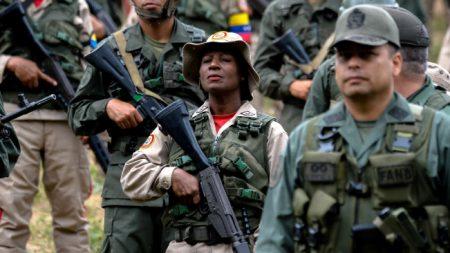 General del ejército venezolano sancionado por EE. UU. deserta y huye a Colombia