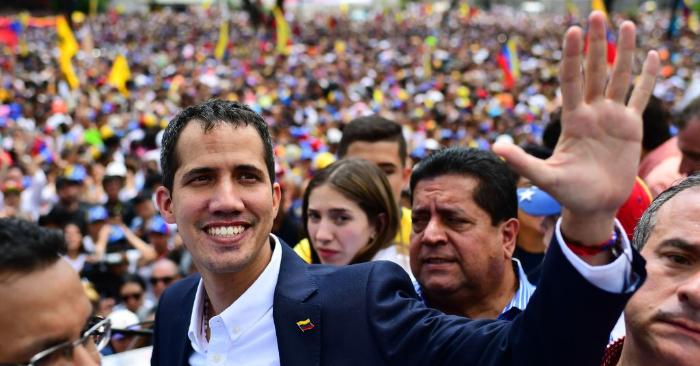 Foto del presidente encargado de Venezuela, Juan Guaidó, durante un mitin a su llegada a Caracas el 4 de marzo de 2019. (Foto de RONALDO SCHEMIDT/AFP/Getty Images)