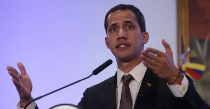 El presidente encargado de Venezuela, Juan Guaidó, habla durante una conferencia de prensa como parte de una gira por América Latina el 1 de marzo de 2019 en Buenos Aires, Argentina. (Foto de Daniel Jayo/Getty Images)