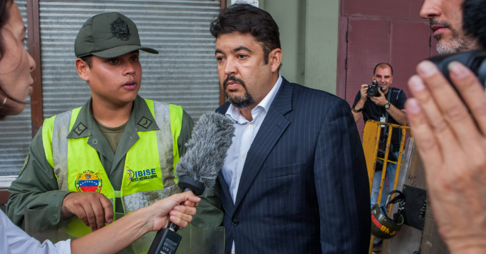 Roberto Marrero, director de despacho del presidente encargado de Venezuela Juan Guaidó el 31 de agosto de 2015, en las afueras del Palacio de Justicia, en Caracas, Venezuela. (EFE/Archivo)