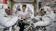 Se frustra primer paseo espacial de mujeres de la NASA por falta de un traje de talla adecuado